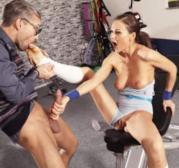 Tina Kay - Cock loving gym hottie fucks geek (2018) FullHD 1080p