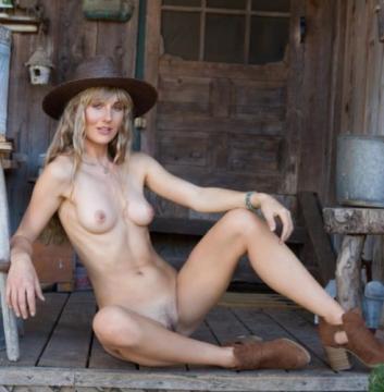 Jennifer Love - Woodland Hideaway (2018) FullHD 1080p